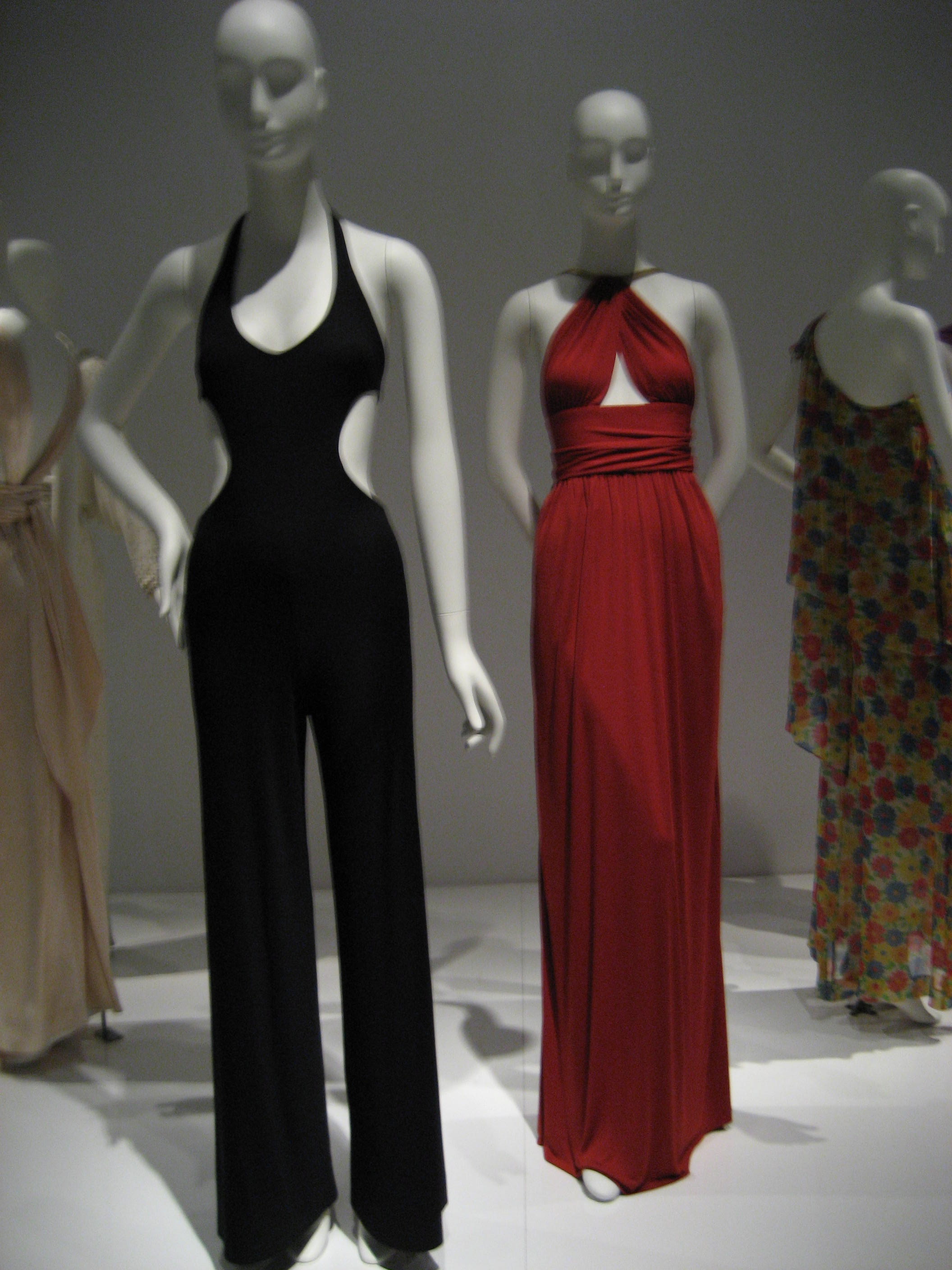 Exhibition Review: Yves Saint Laurent + Halston: Fashioning the 70s ...